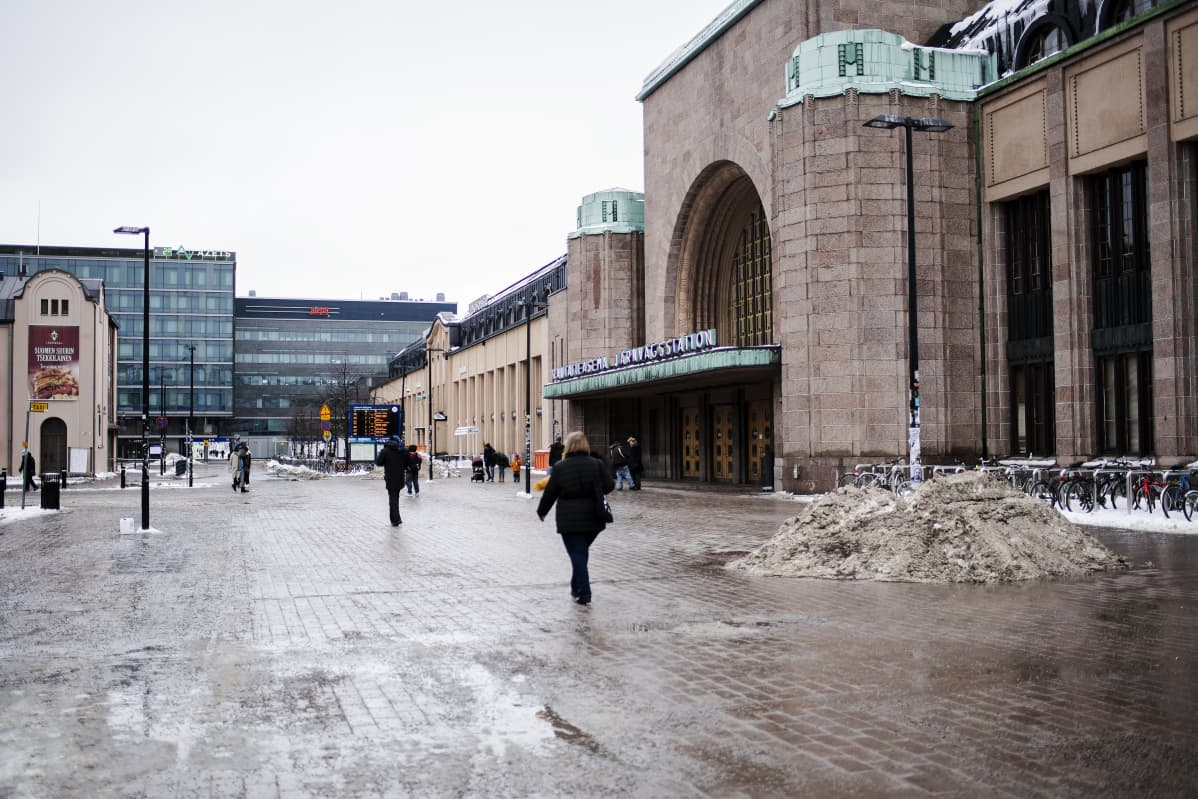 Rautatientori maaliskuussa.
