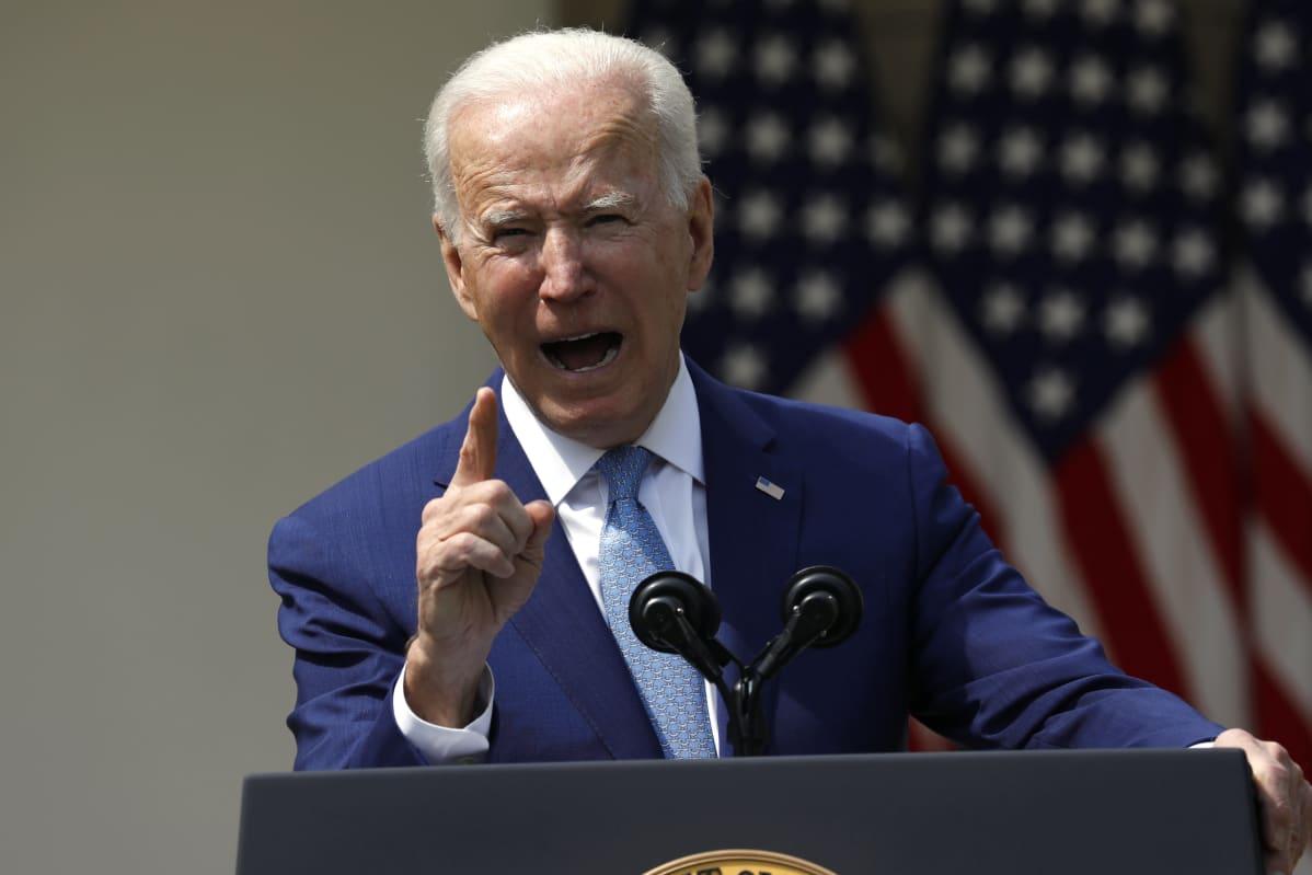Yhdysvaltojen presidentti Joe Biden puhui Valkoisen talon puutarhassa.