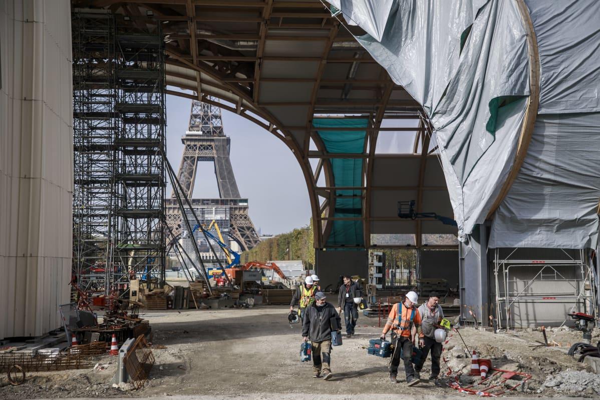 Olympialaisten suorituspaikkoja rakennetaan Pariisissa.