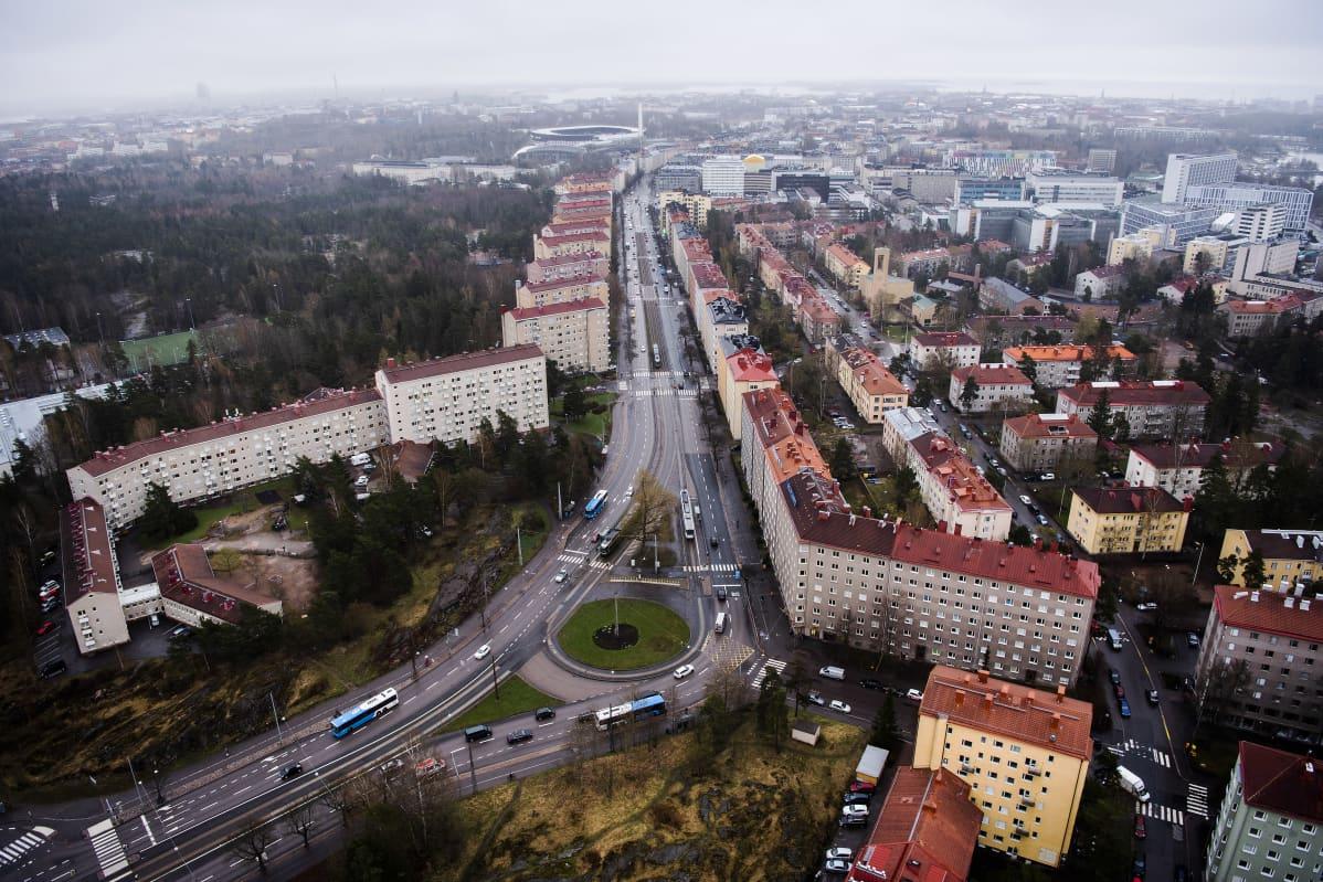 Ilmakuvassa on Helsingin Mannerheimintie toukokuussa 2021.