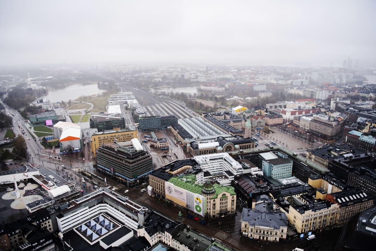 Ilmakuvassa on Helsingin päärautatieasema toukokuussa 2021.