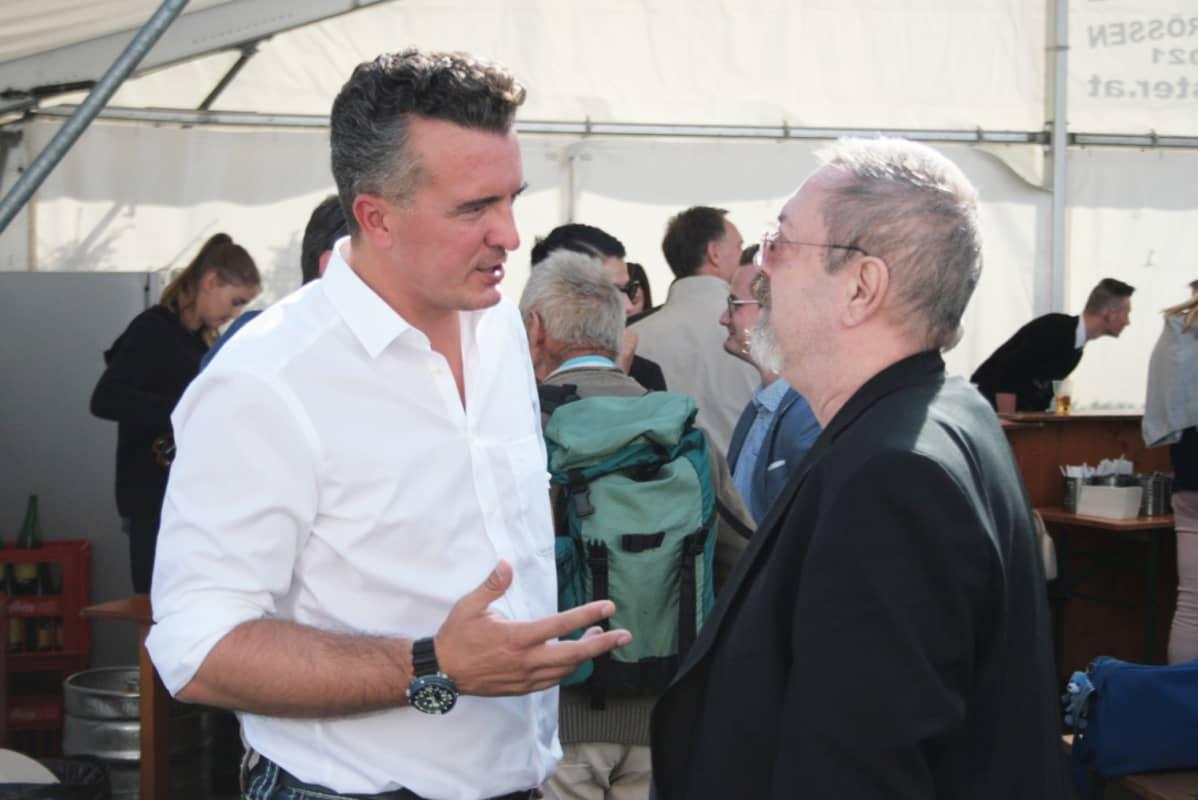 Itävallan Kärtenissä nationalistipuolue FPÖ:lla on vahva kannatus. Gernot Darmann (vas.) on Kärntenin osavaltion FPÖ-johtaja.