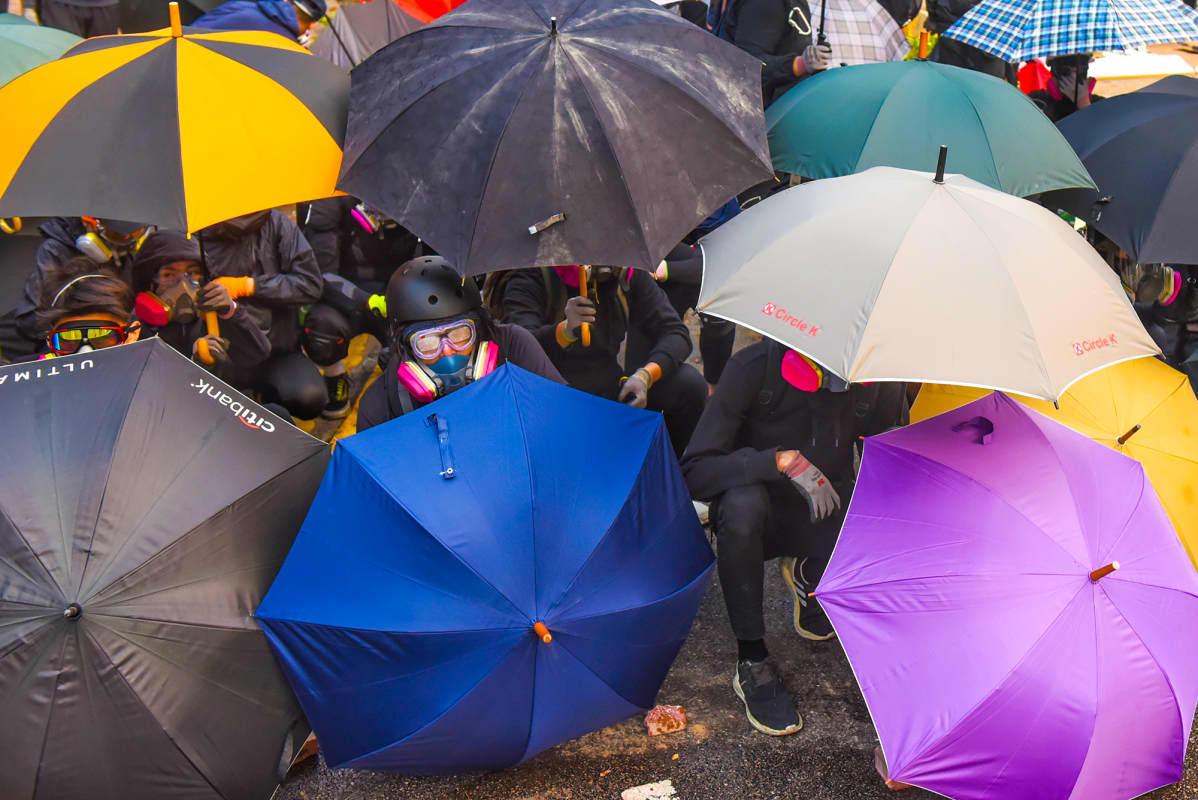 Hong Kong mielenosoitukset, mielenosoittajilla sateenvarjoja.