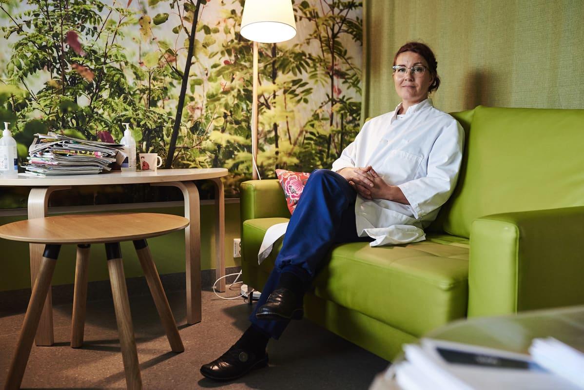 Siun soten palliatiivisen keskuksen ylilääkäri Leena Surakka