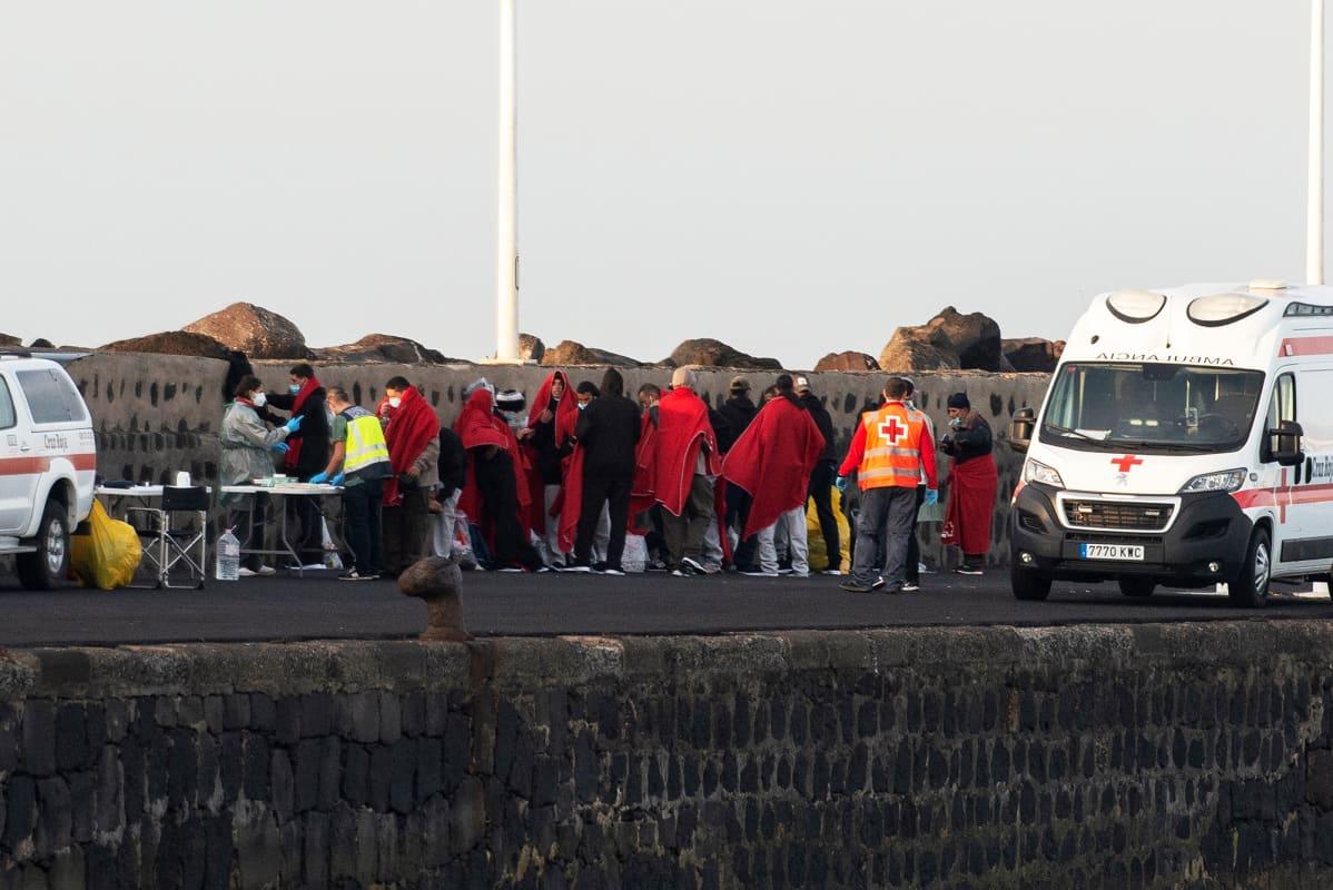 Siirtolaisia Arrecifen satamassa Kanariansaarten Lanzarotella.