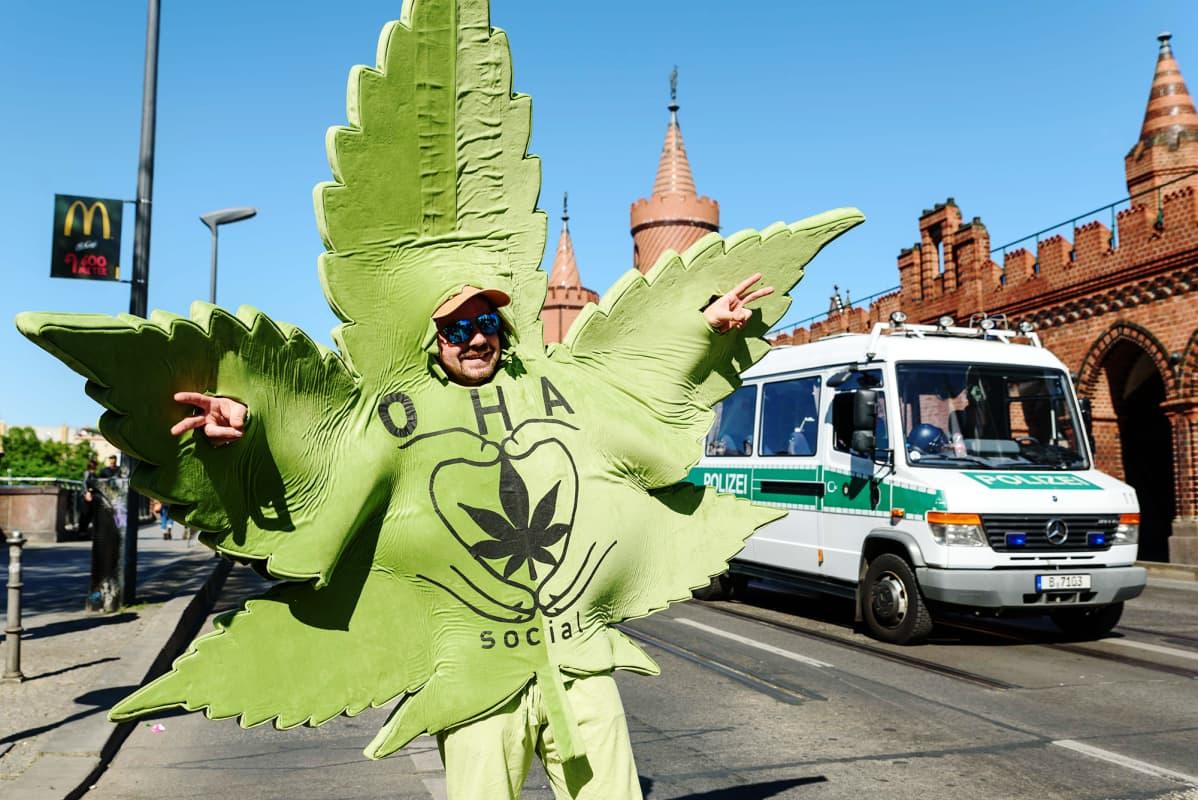 Maailmanlaajuinen hamppumarssi kannabiksen laillistamista ja dekriminalisointia koskeva mielenosoitus Berliinissa 2018.