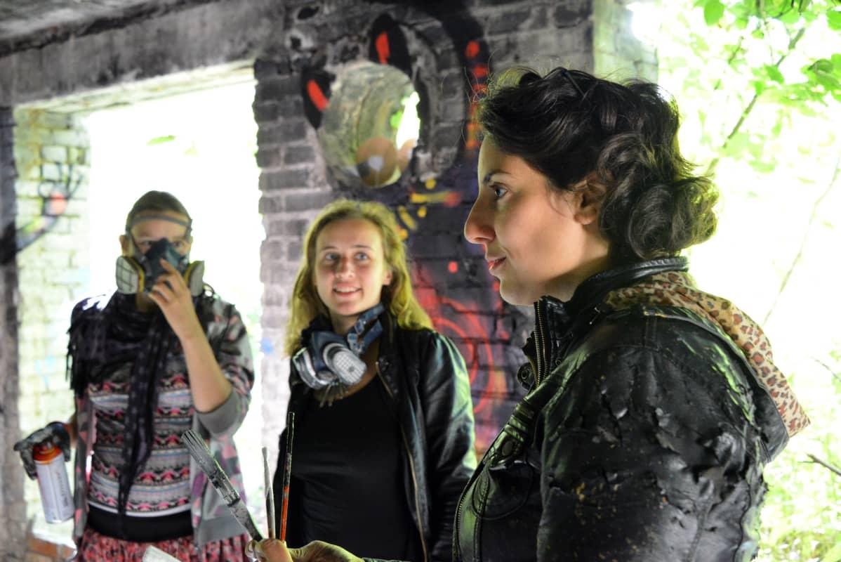 Kuvassa vasemmalta oikealle Okeiko, Maari Soekov ja Graciela Animalito.