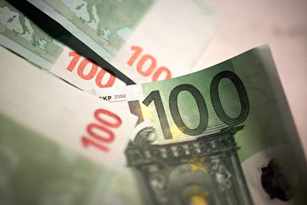 Ala-ikäiselle Rahaa