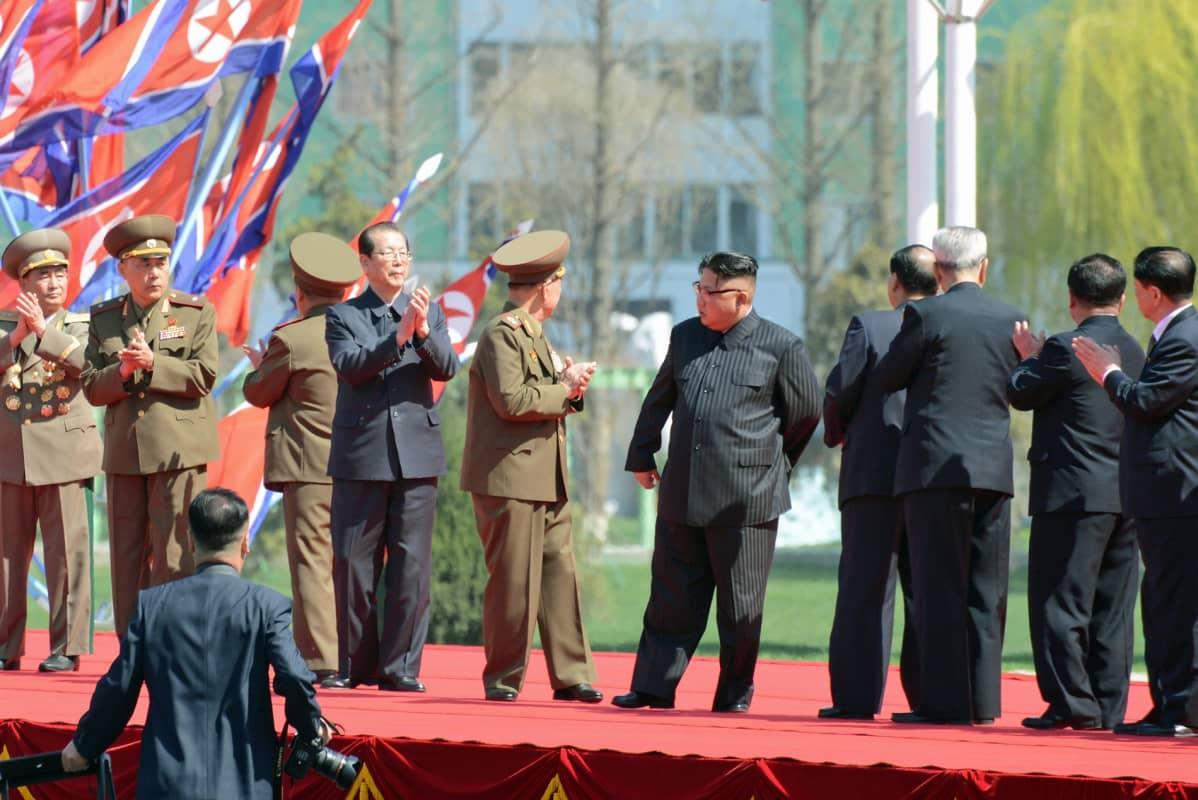 Pohjois-Korean johtaja Kim Jong-un osallistui pilvenpiirtäjärykelmän avajaisjuhlaan Pjongjanissa.