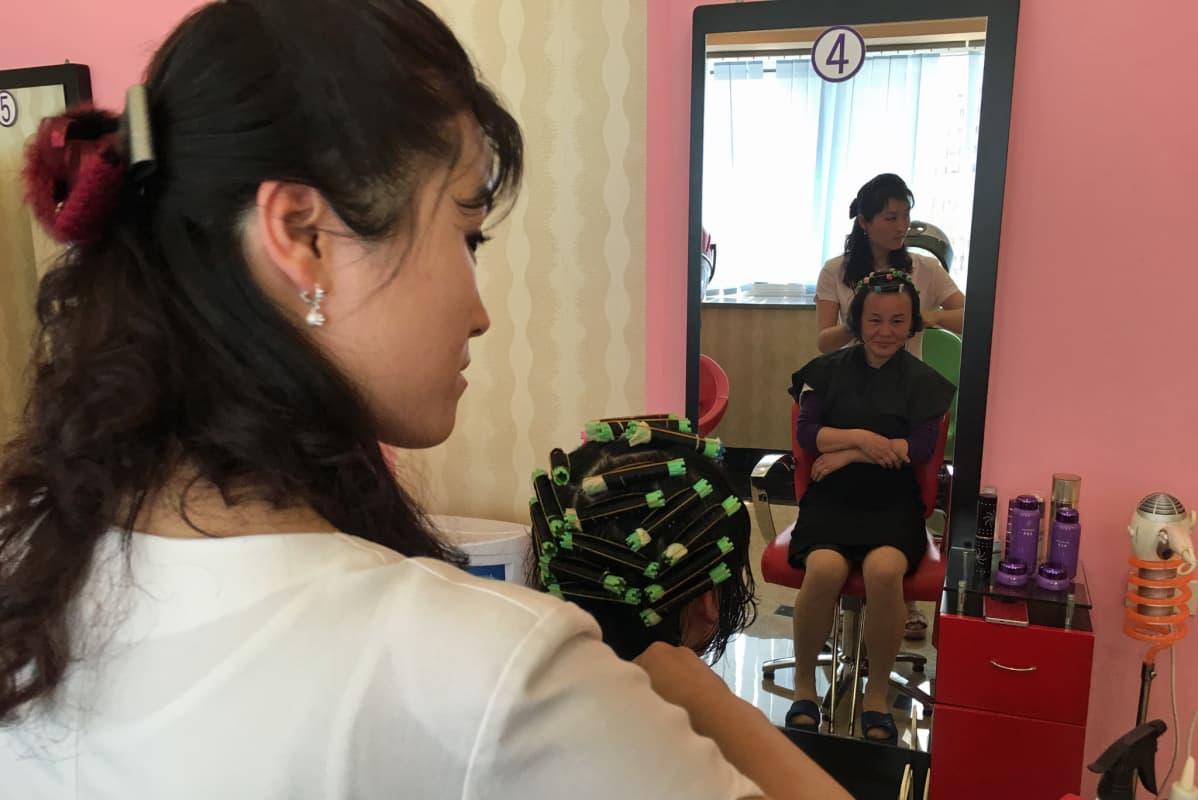 Pitkät hiukset Aasian suku puoli