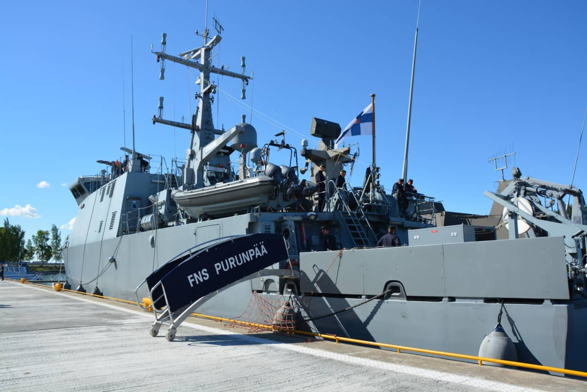 Miinantorjunta-alus Purunpää Vaasan sisäsatamassa.