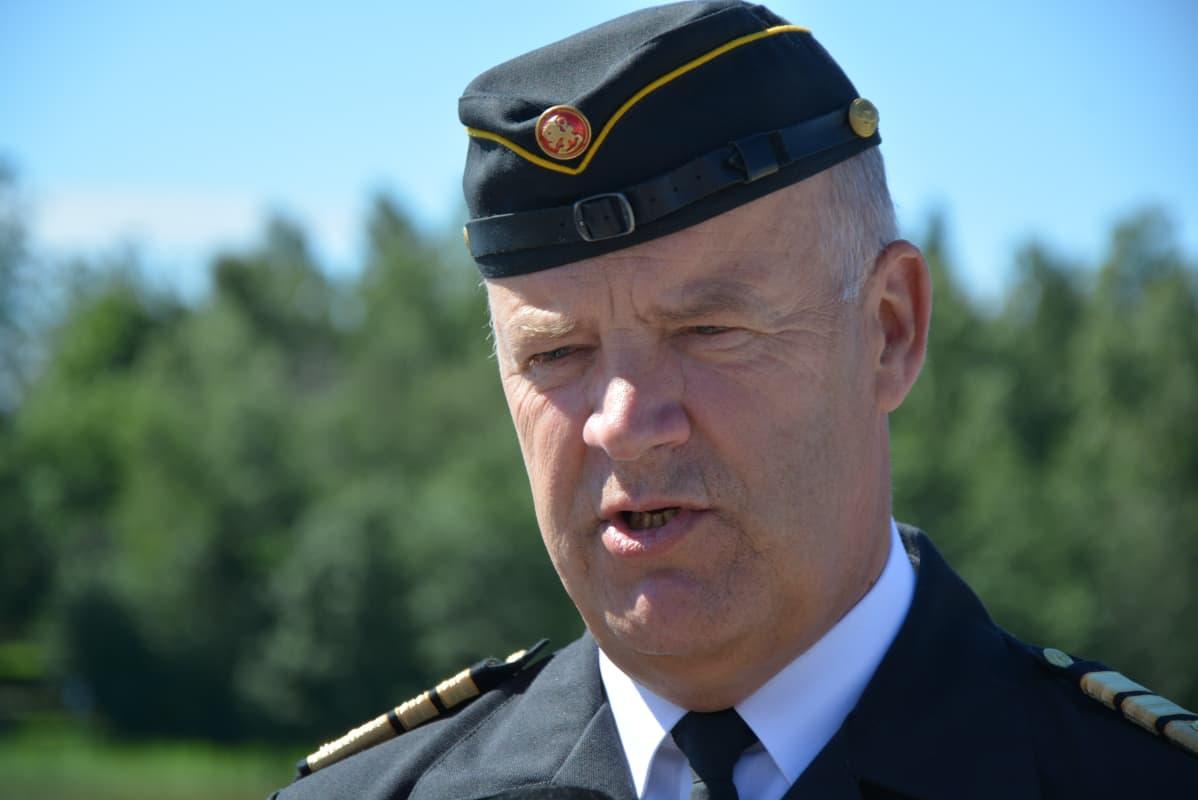 Merivoimien komentaja, vara-amiraali Veijo Taipalus.