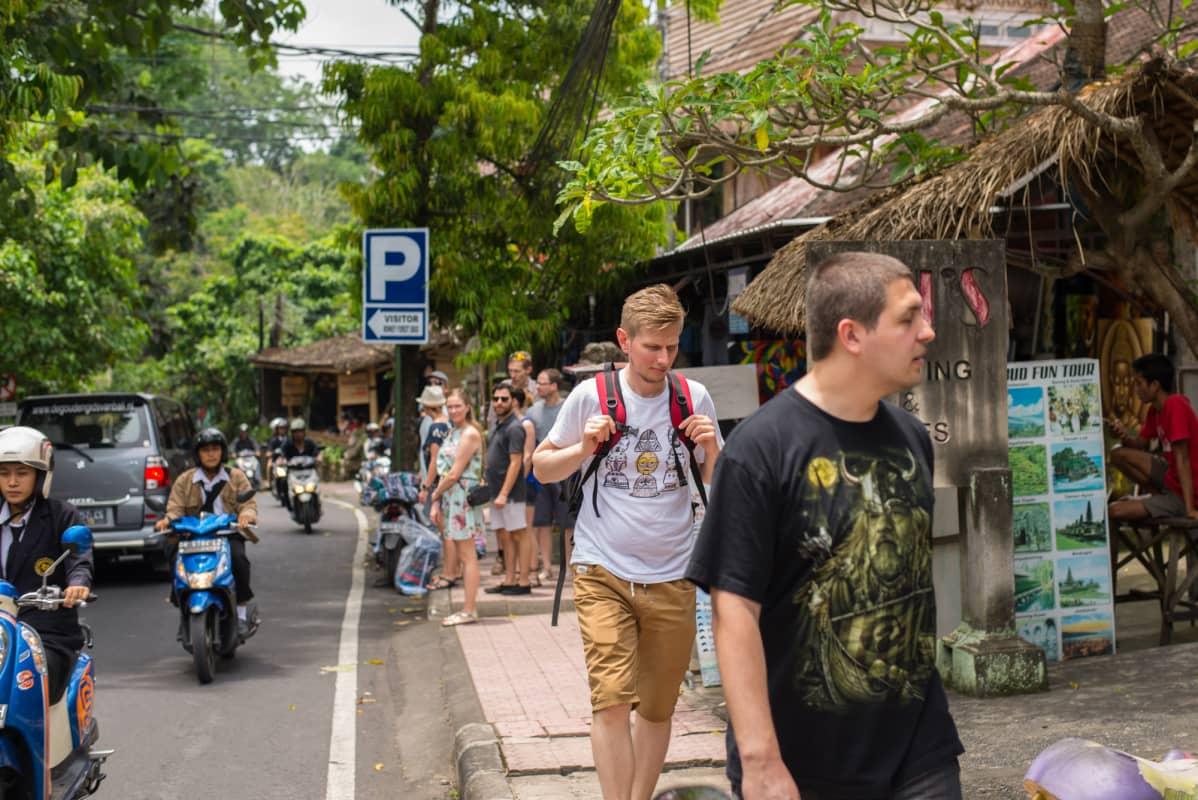 Bali, Ubudin pääkadulla.