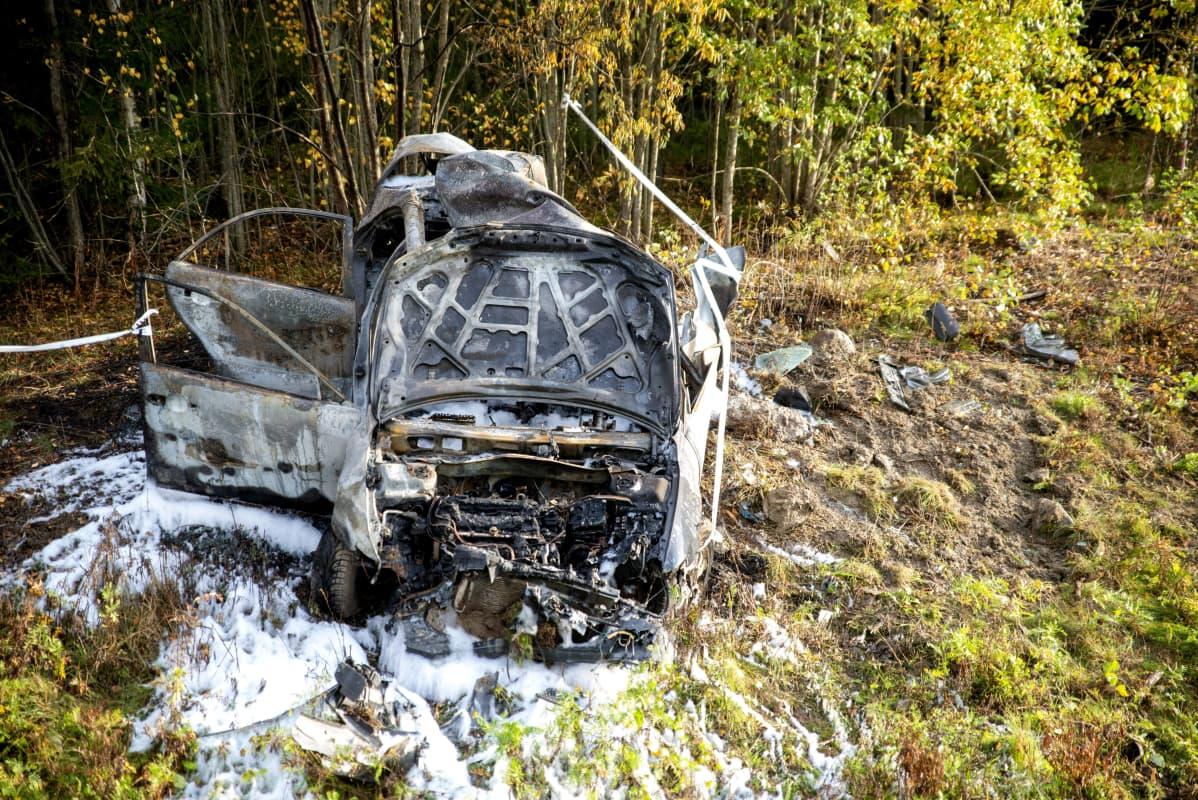 Pahoin vaurioitunut auto
