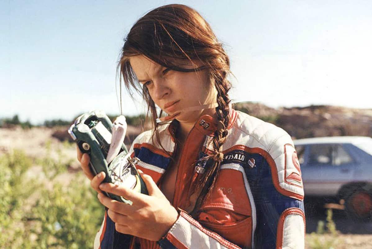 Elina Knihtilä on 2010-luvun kolmanneksi eniten elokuvarooleja tehnyt näyttelijä. Vuonna 1996 valmistuneessa elokuvassa Viisasten kivi hän esitti Henna-nimistä nuorta naista.