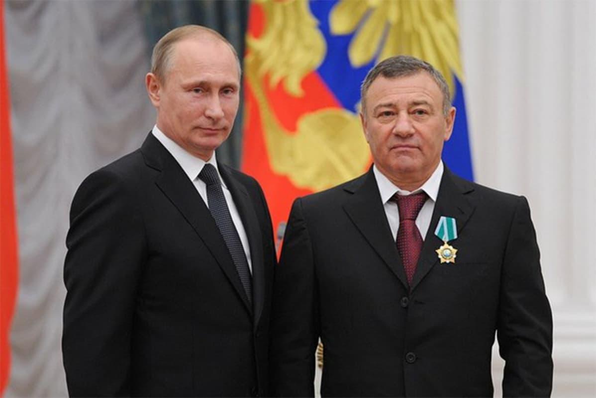 Venäjän presidentti Vladimir Putin ja Arkadi Rotenberg lokakuussa 2013.