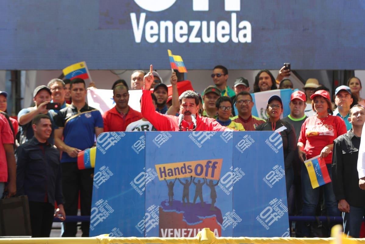 Nicolás Maduro puhui kannattajilleen lauantaina Venezuelan pääkaupungissa Caracasissa.