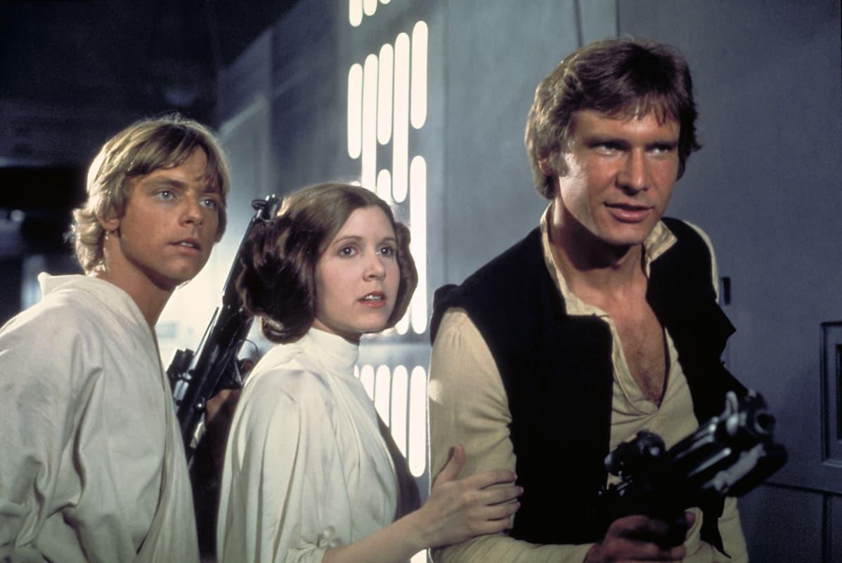 Luke Skywalker ( Mark Hamill), prinsessan Leia (Carrie Fisher) och Han Solo (Harrison Ford) i Star Wars 1977.