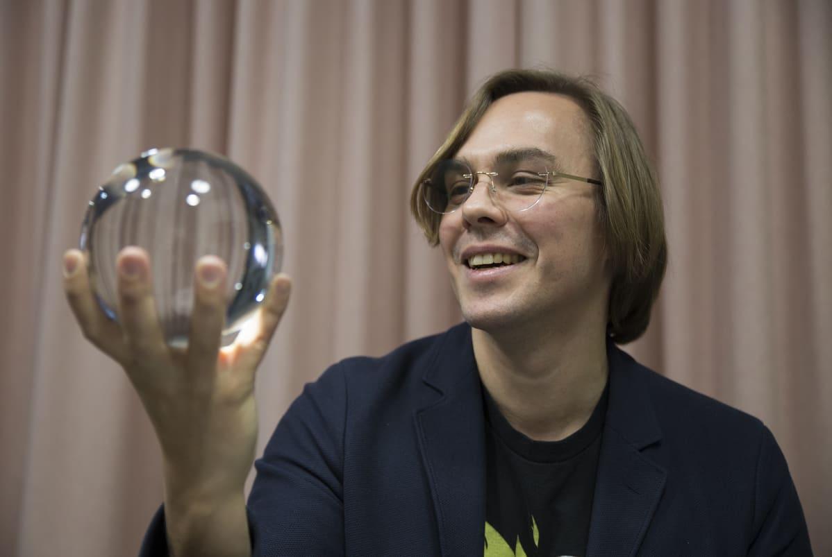 Mikko Dufva ja kristallipallo