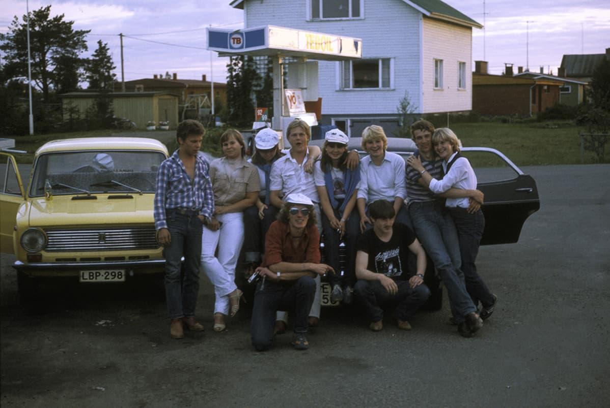 Nuoria Kittilän Teboililla kesäyönä vuonna 1982.