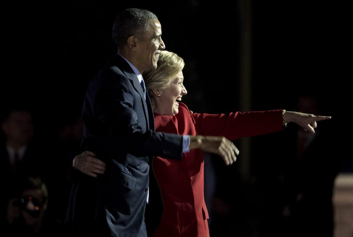 Barack Obama ja Hillary Clinton kampanjoimassa Philadelphiassa 7. marraskuuta.