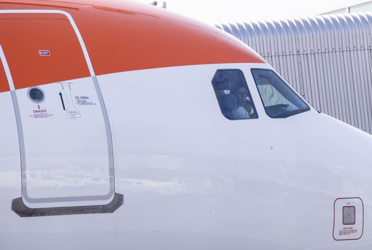 EasyJetin lento lähdössä Helsinki-Vantaalta