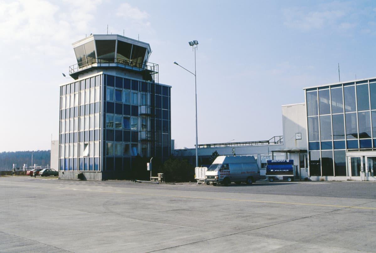 Kuopion lentoasema vuonna 1989.