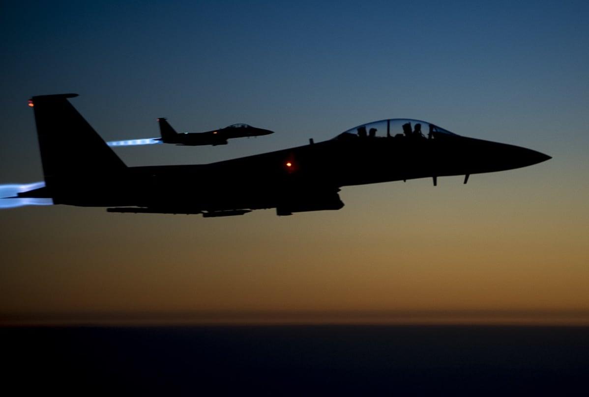 Kaksi Yhdysvaltain ilmavoimien F-15-hävittäjää yölennolla Pohjois-Irakissa