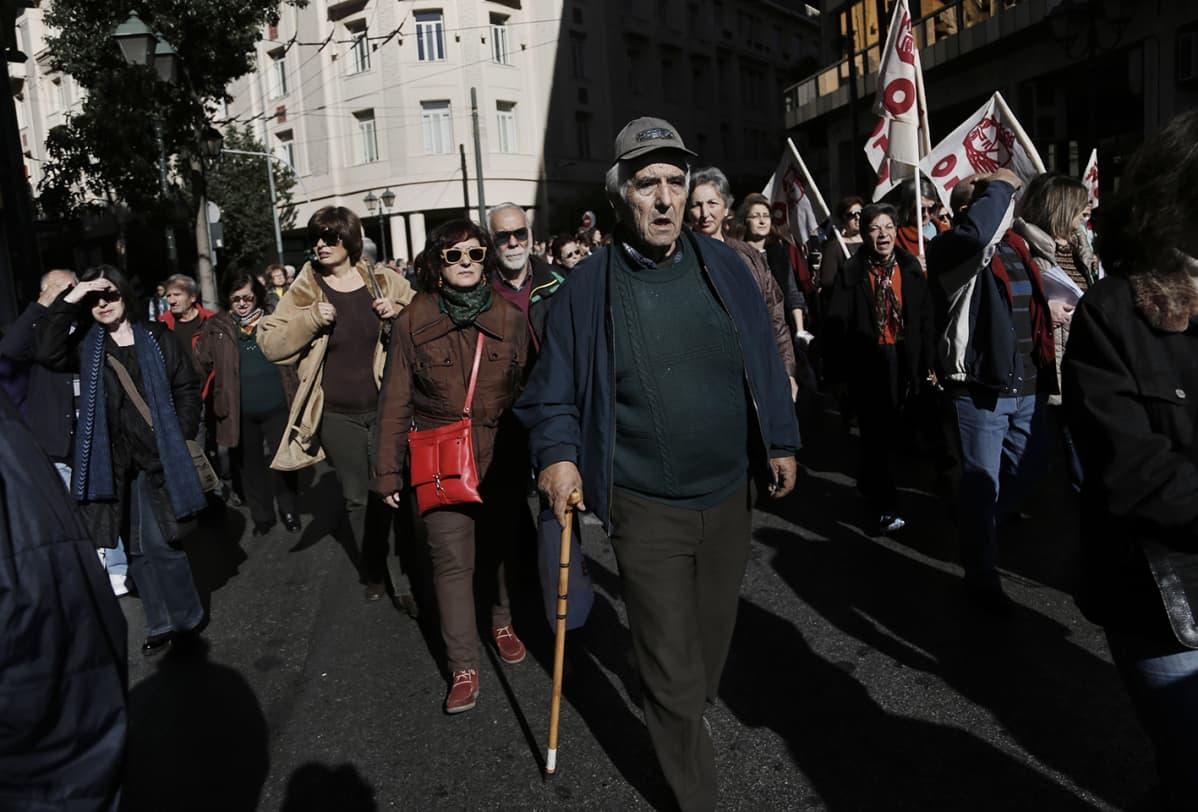 Mielenilmaus eläkeuudistusta vastaan Ateenassa.