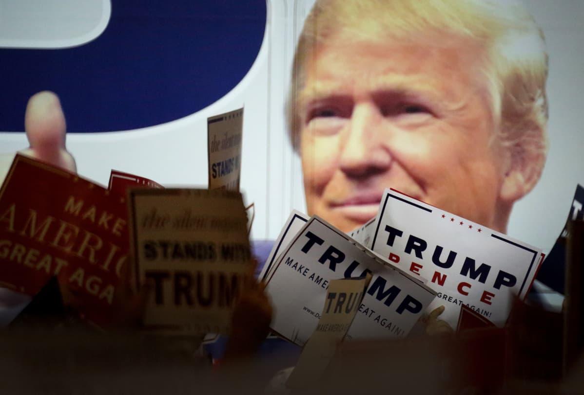 Trumpin kannattajia West Palm Beachissa, Floridassa, lokakuussa 2016.