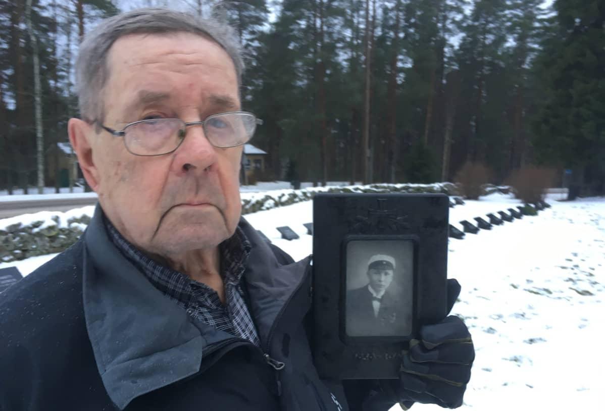 Seppo Noposen setä Veikkko Noponen kaatui tammikuun lopulla 1940.