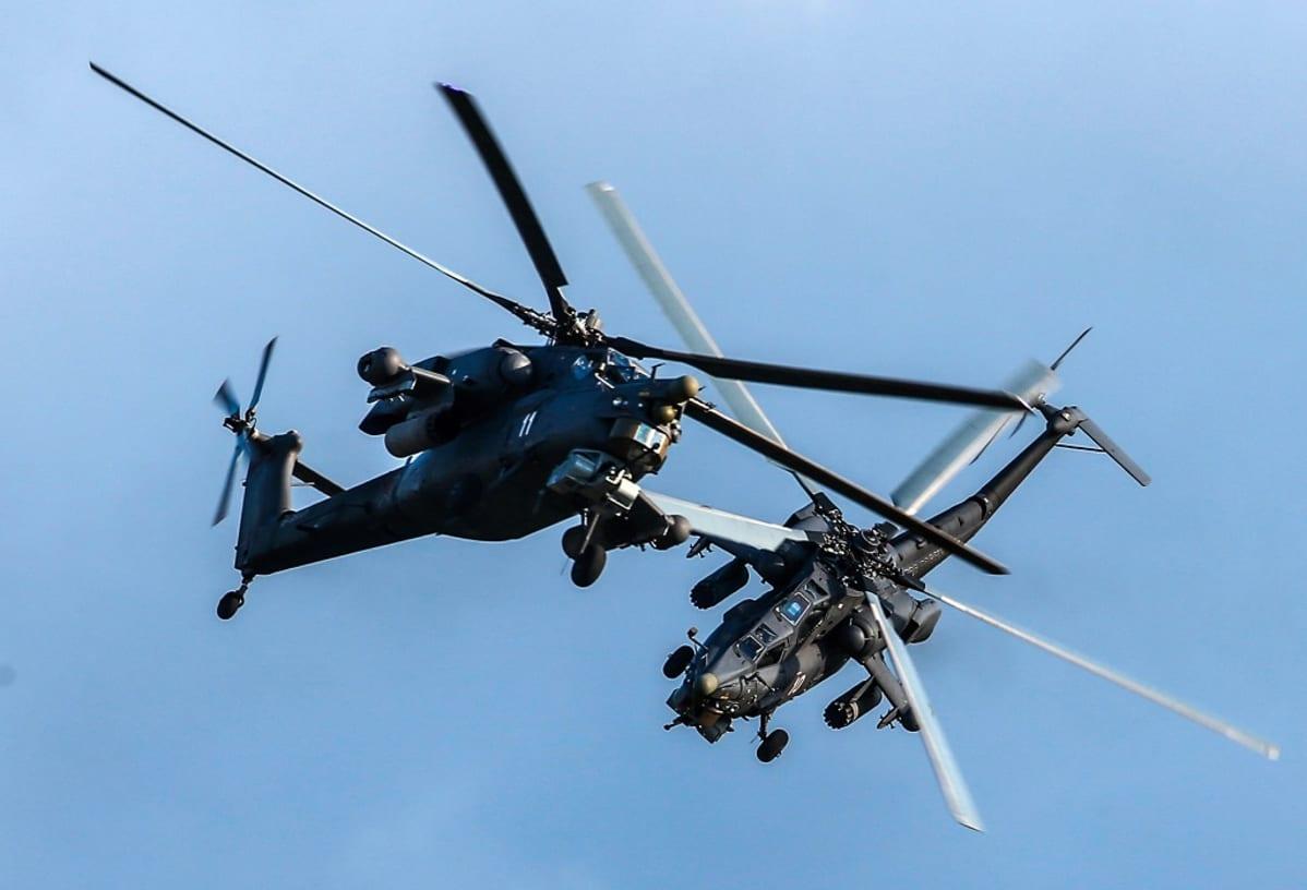 kaksi helikopteria venäläistä