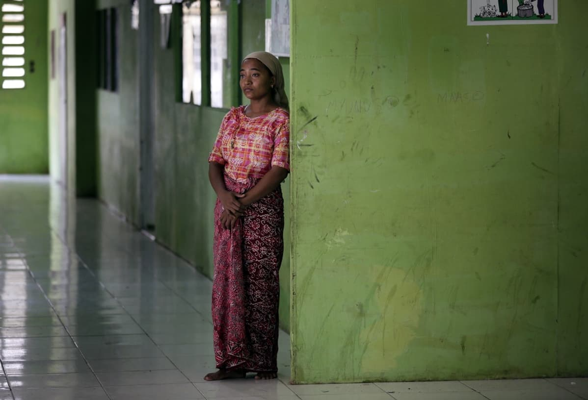 Burman suku puoli videotkatsomassa äiti ja isä seksiä
