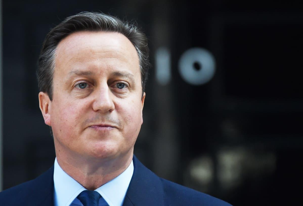 David Cameron ilmoittaa eroavansa pääministerin tehtävästä kesäkuussa 2016.