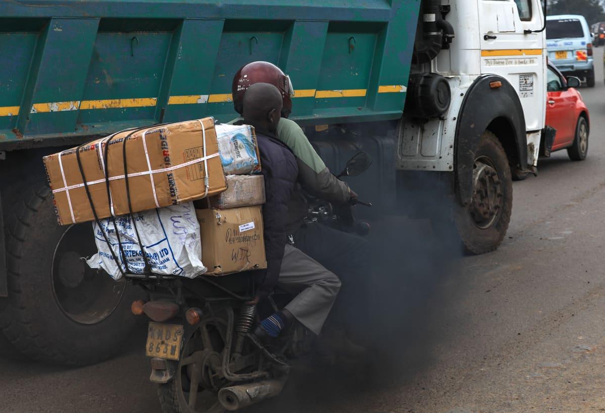Liikennettä Keniassa.