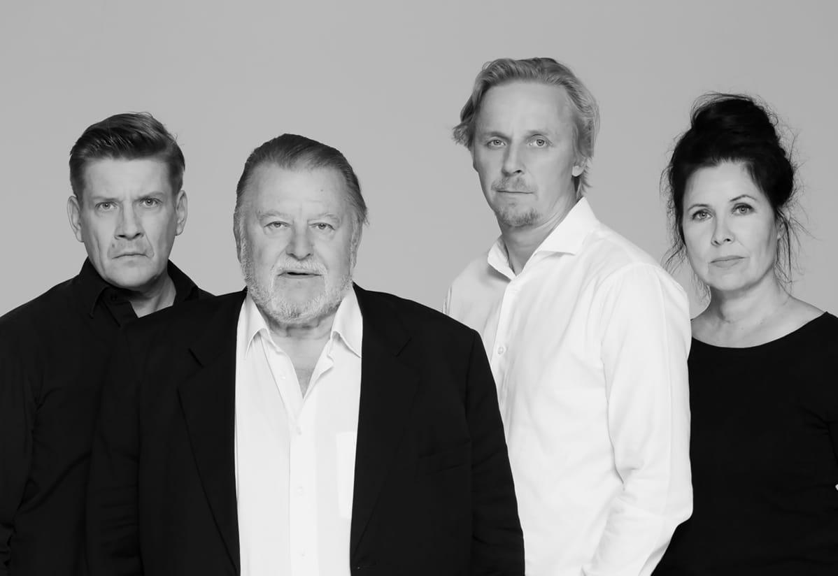 Santeri Kinnunen, Esko Salminen, Eero Aho ja Aino Seppo ovat Arthur Millerin Hinnan nimekäs näyttelijäkaarti.