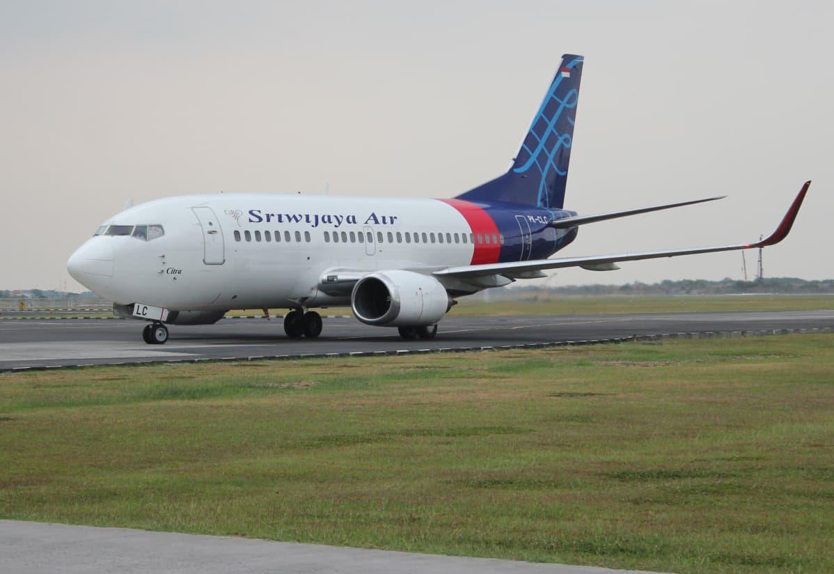 lentokone boeing 737-500