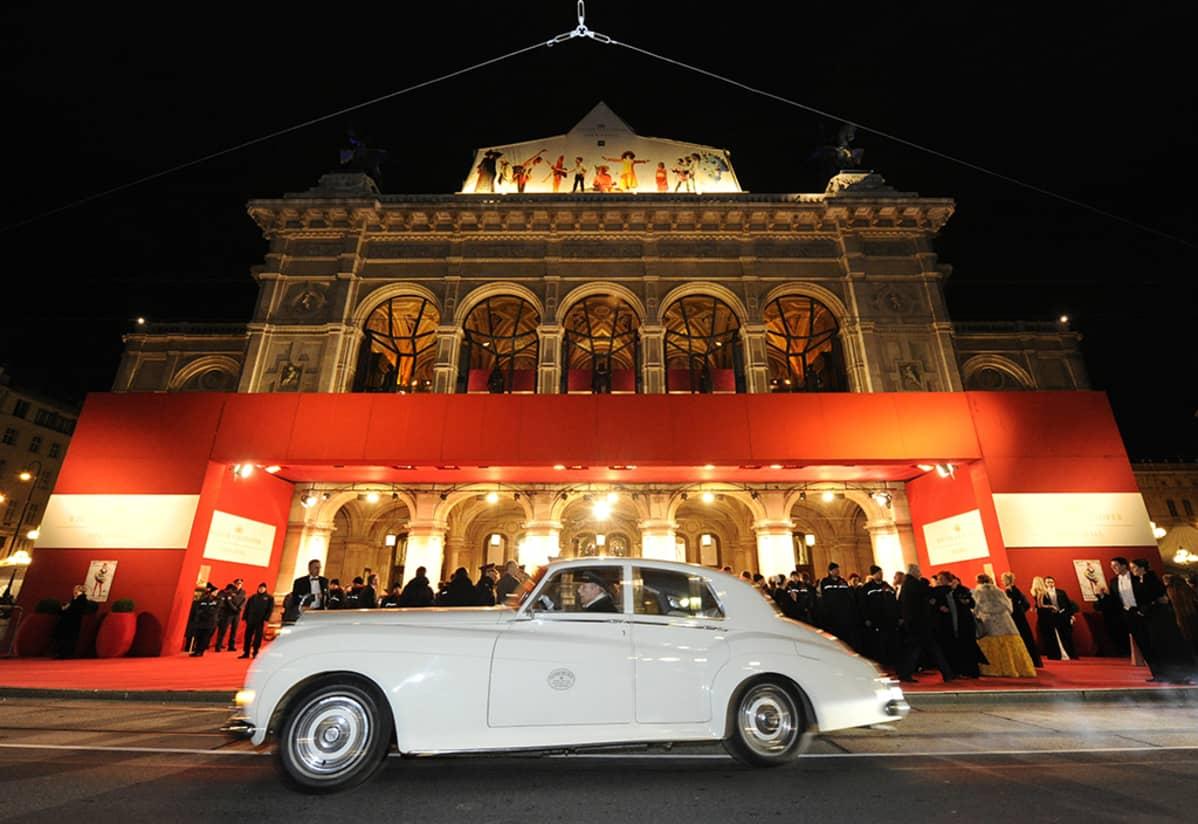 Wienin oopperatalo kuvattuna vuonna 2013.