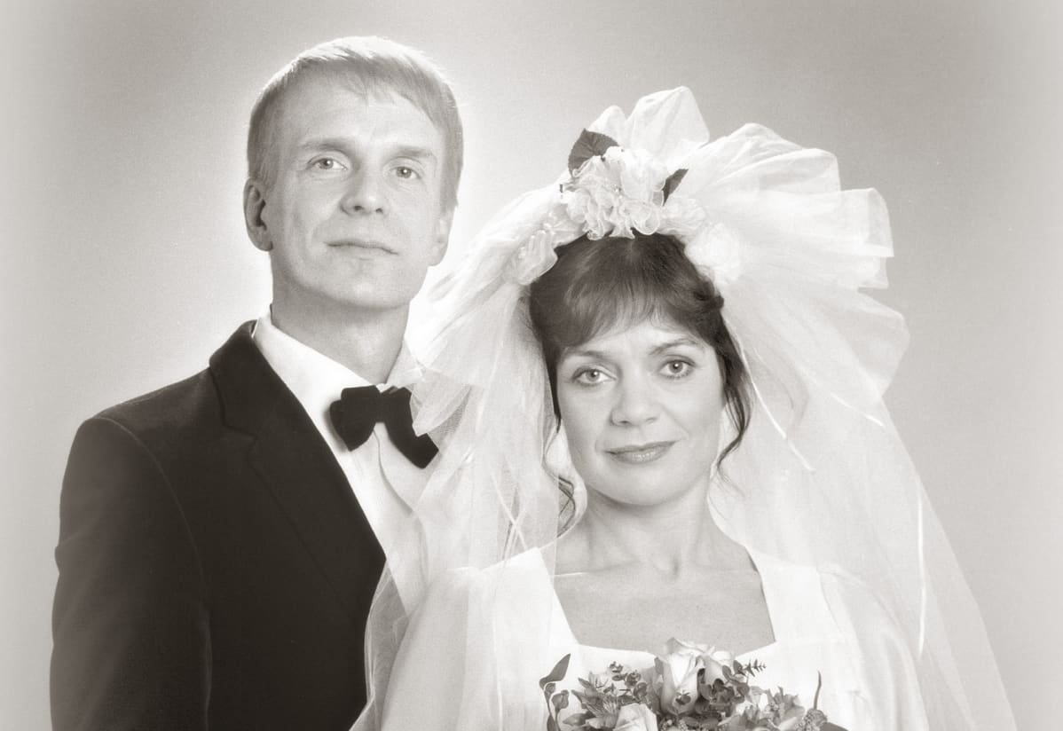 Pertti ja Eva Mäkimaan hääkuva.