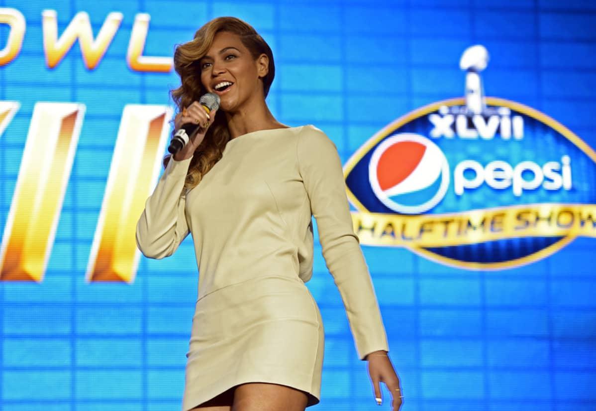Yhdysvaltalaislaulaja Beyonce esiintyy Super Bowlin loppuottelun väliaikashowssa ensi yönä Suomen aikaa.