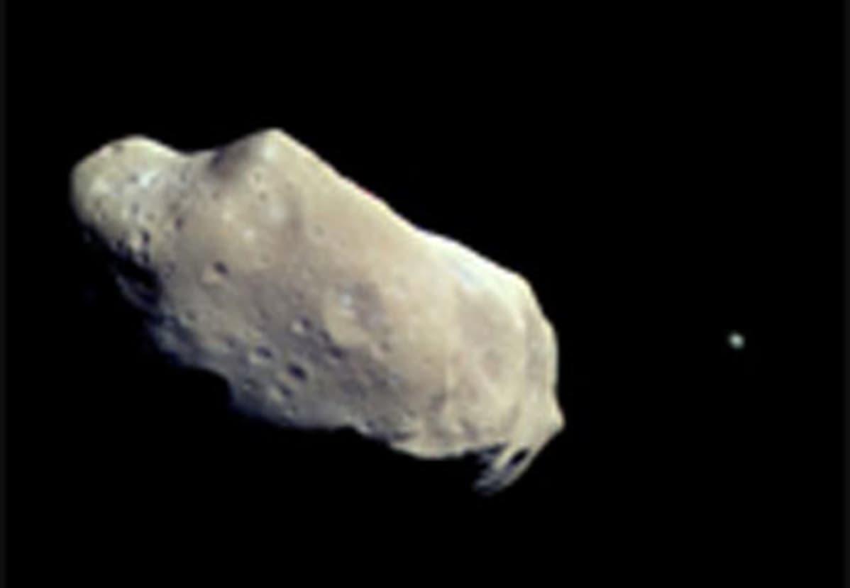 Kuva asteroidi Idasta ja sen kuusta vuodelta 1993
