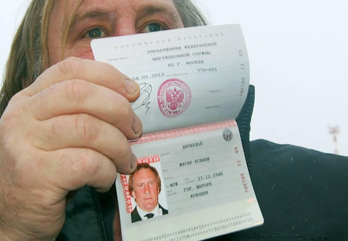 Gerard Depardieu ja hänen venäläinen passinsa.