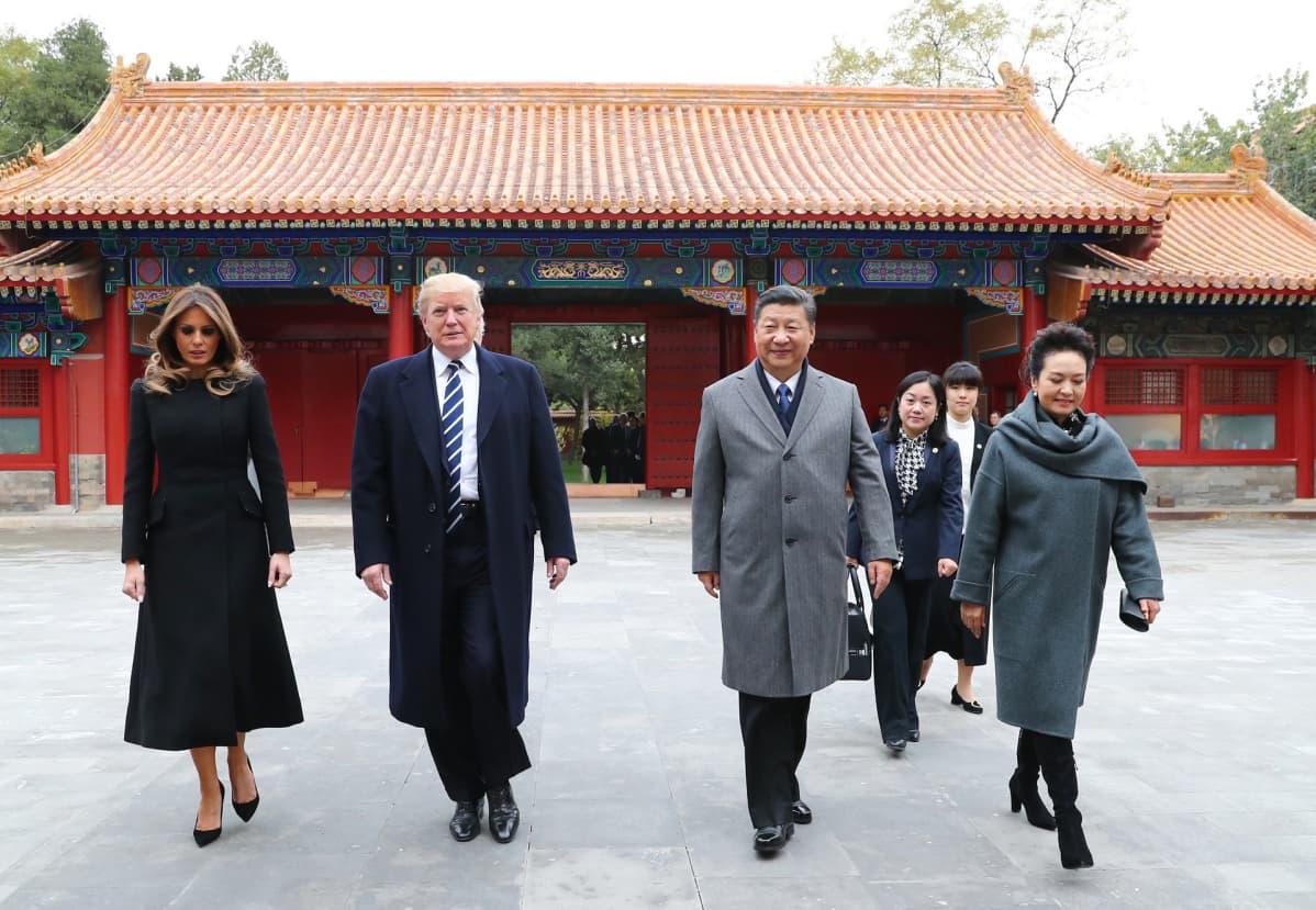 Melania ja Donald Trump sekä Xi Jinping ja Peng Liyuan Pekingin Kielletyssä kaupungissa.