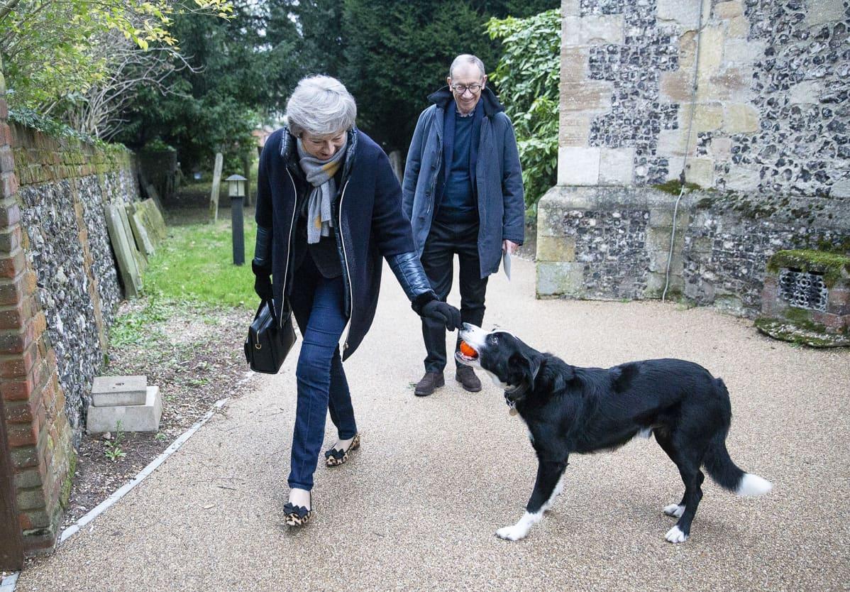 Theresa ja Philip May sekä bordere collie Blitz.