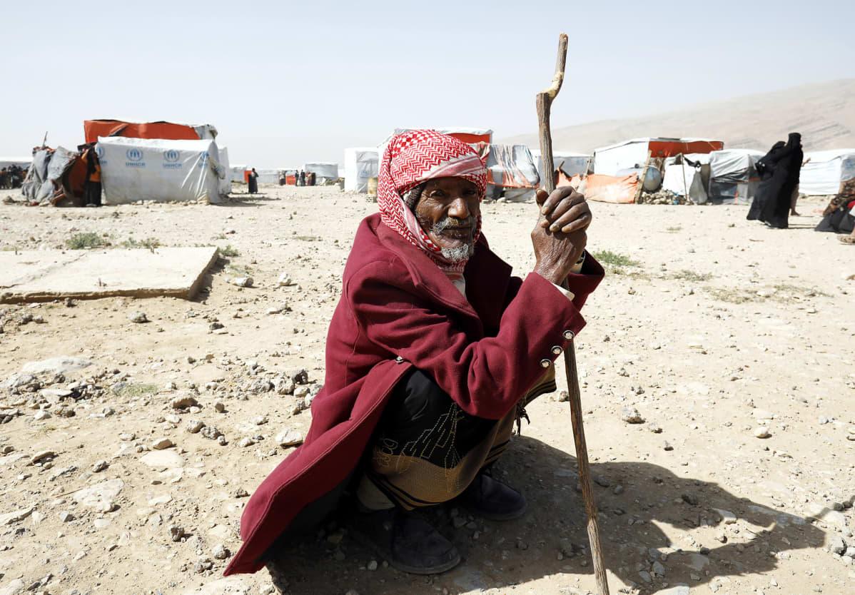 Iäkäs jemeniläismies YK:n ylläpitämällä pakolaisleirillä Amranissa Jemnissä.