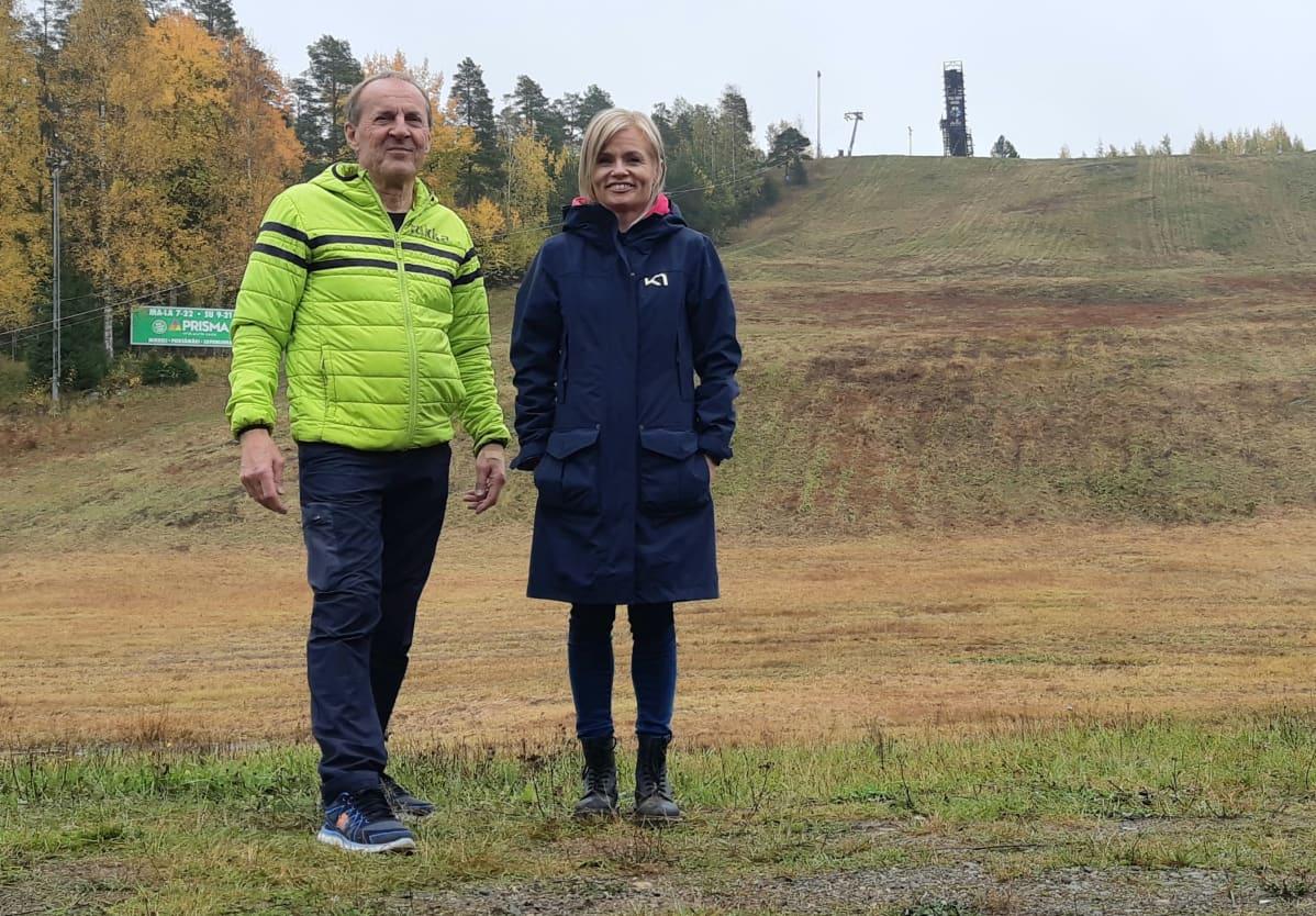 Tornimäen entinen ja tuleva yrittäjä. Keijo Andersin ja Heidi Kelho.