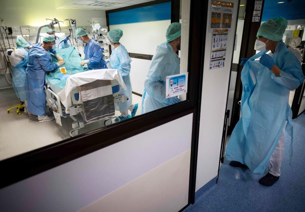 Korona potilasta hoidetaan teho-osastolla Ranskassa.