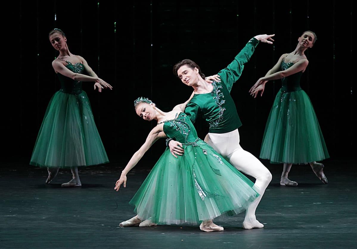 balettitanssijoita lavalla