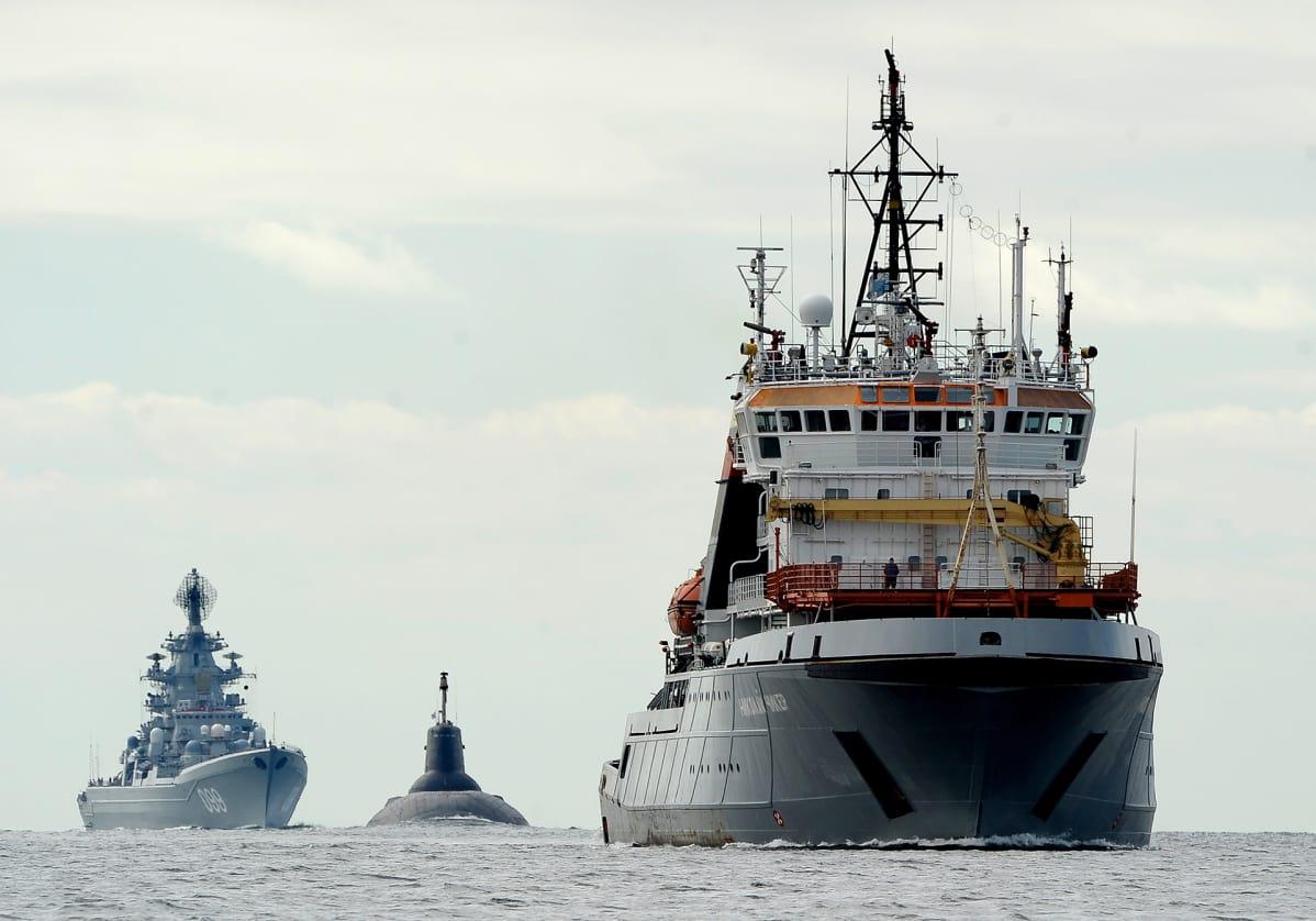 «Дмитрий Донской» и ТАКР «Петр Великий» в Финском заливе
