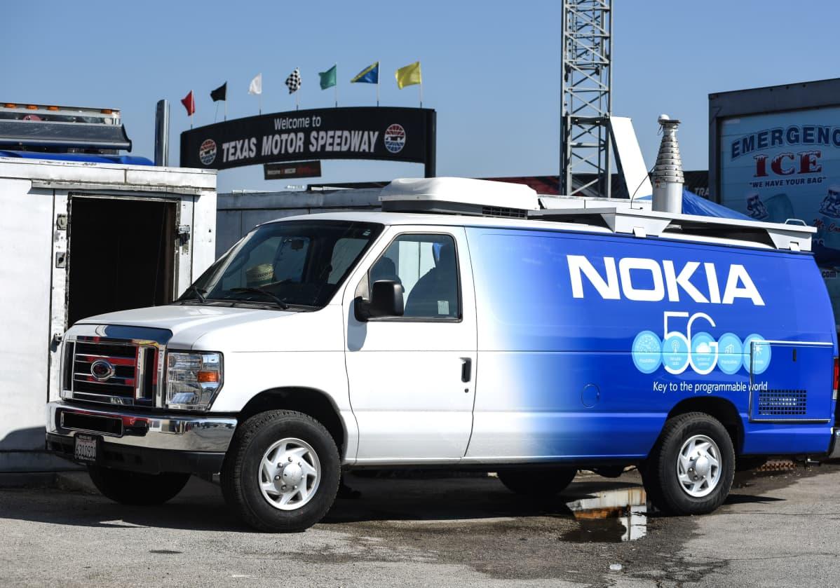 Nokia sai marraskuun alussa hyviä uutisia Yhdysvalloista vain paria viikkoa kurssiromahduksen jälkeen. Kuvassa Nokian pakettiauto Texas Motor Speedway -tapahtumassa.